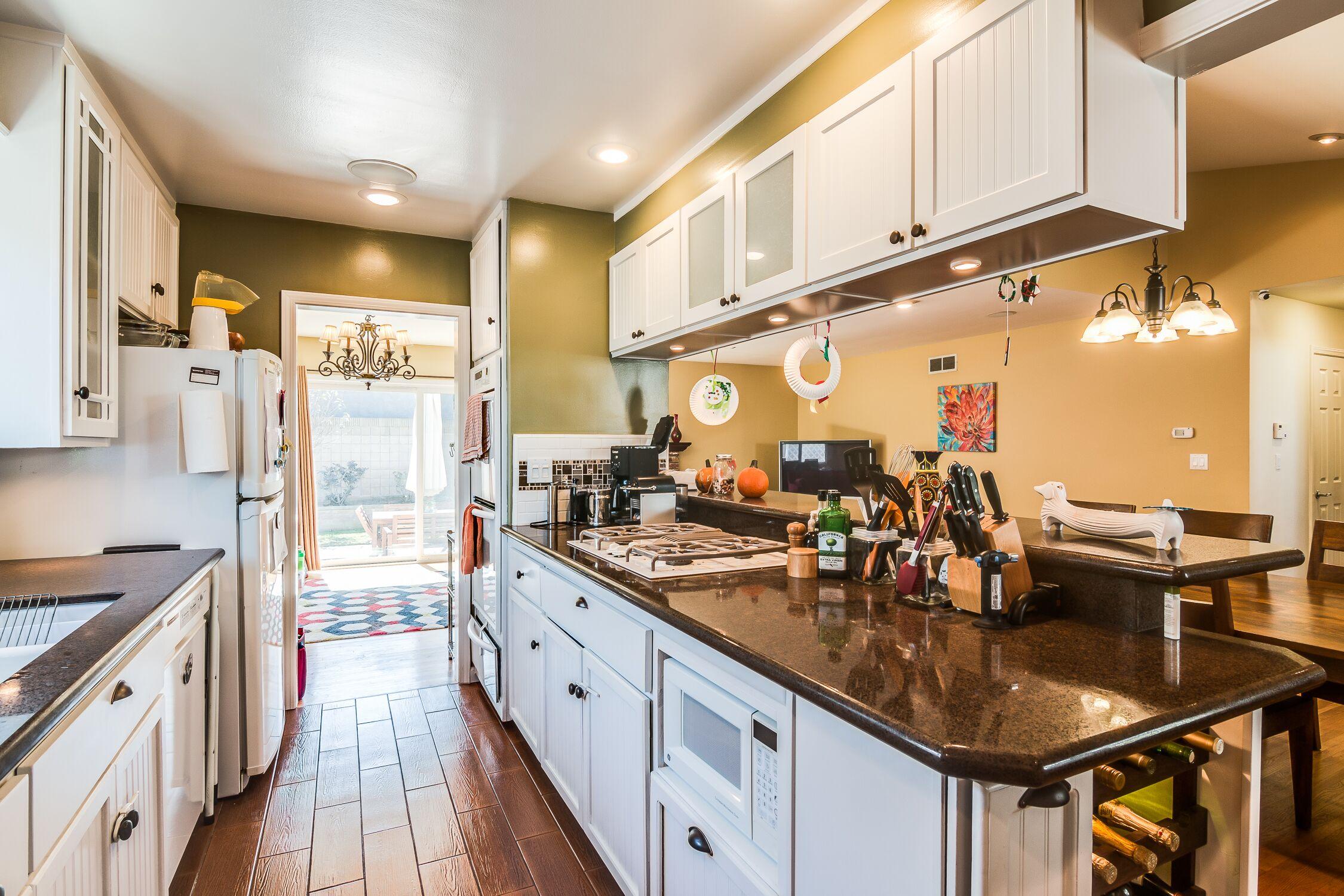 1934-W-230-kitchen