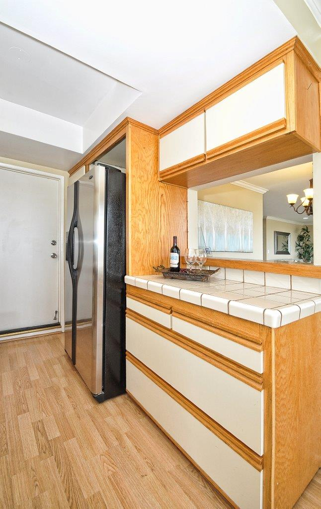 12-Kitchen-refrig-side