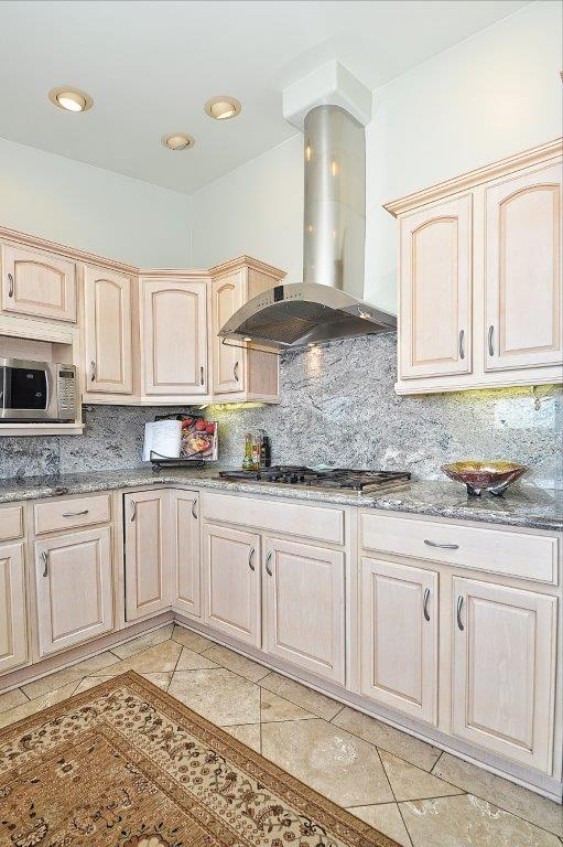 3819-Paseo-De-Las-Tortugas-kitchen1