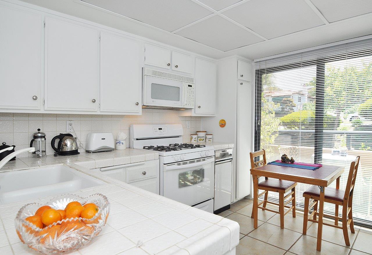 419-Camino-De-Las-Colinas-kitchen-1