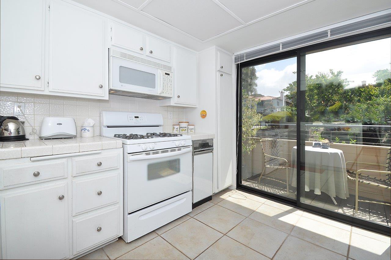 419-Camino-De-Las-Colinas-kitchen-3