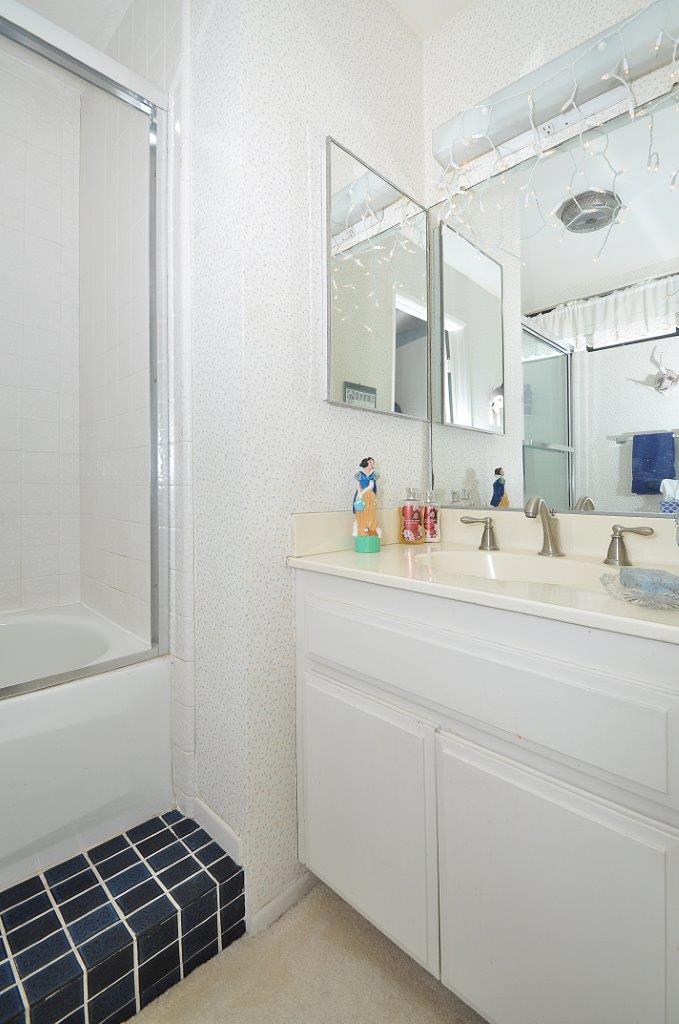 419-Camino-De-Las-Colinas-upstairs-bathroom-2