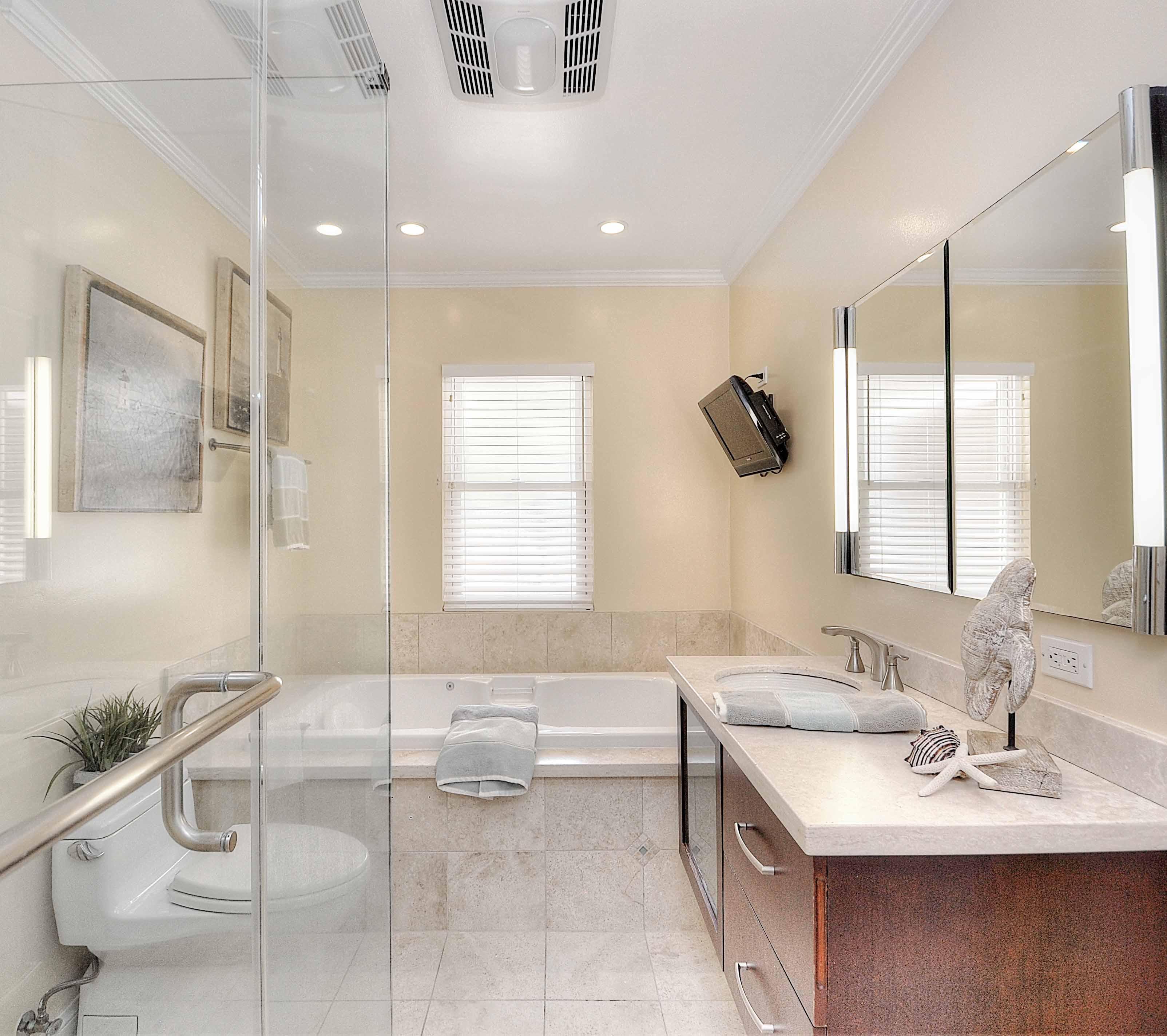 4515-Vista-Largo-hallway-bathroom-Copy