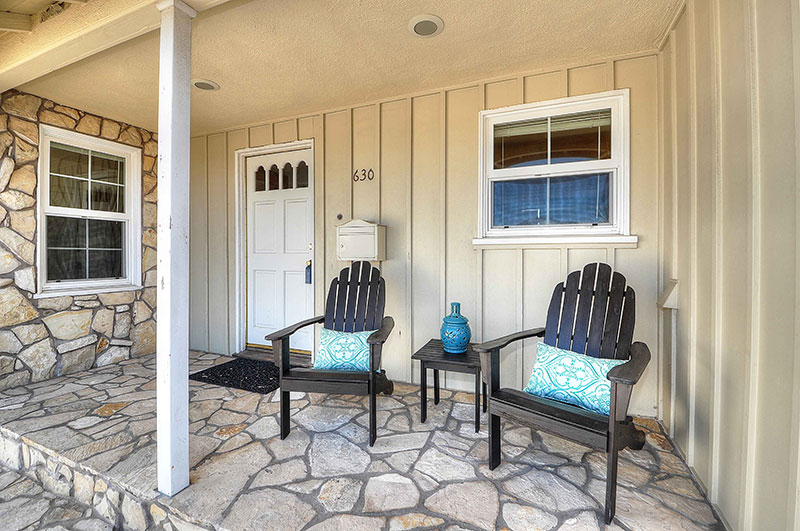630-Camino-De-Encanto-porch