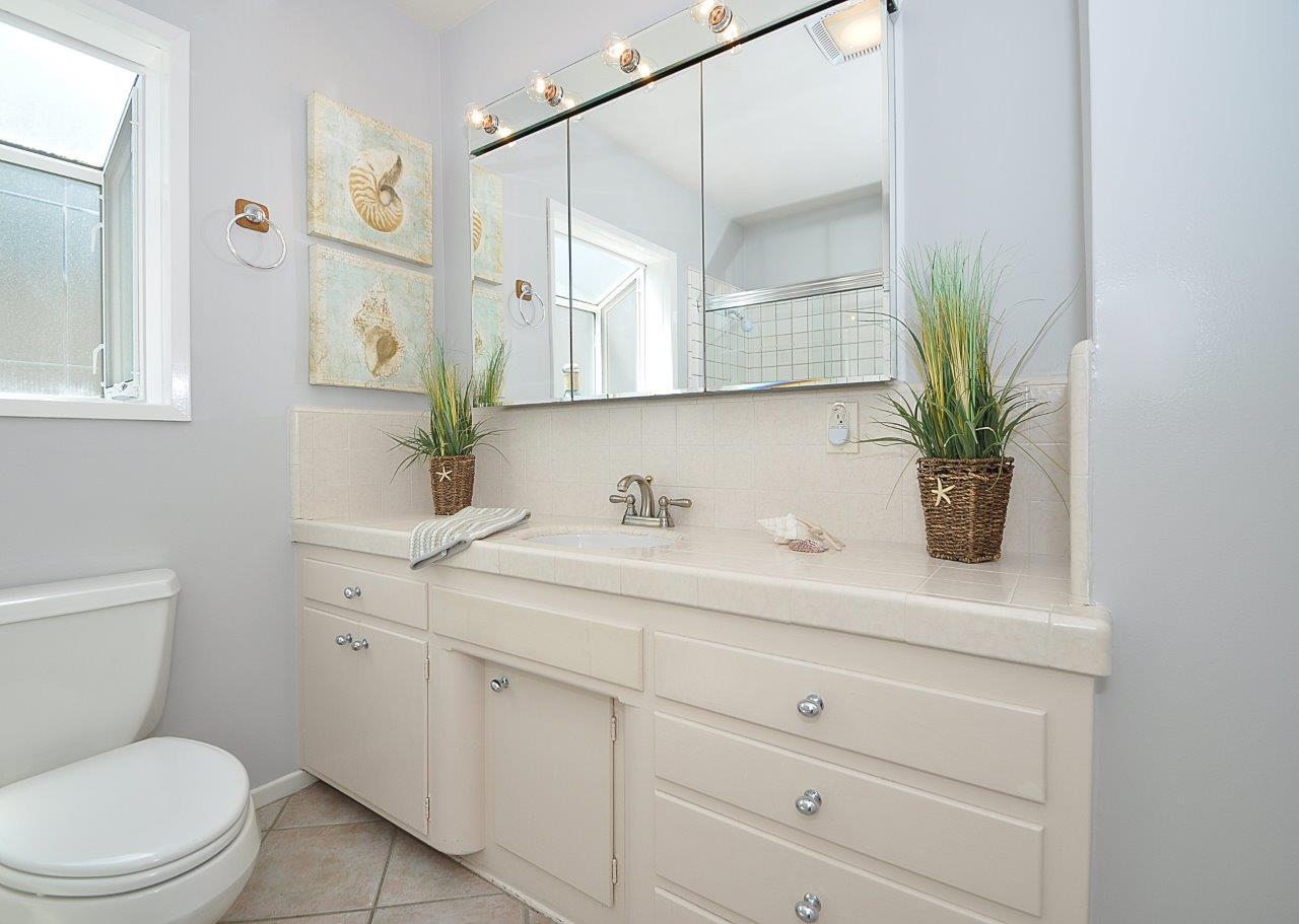 19-Bathrm-1-vanity-2