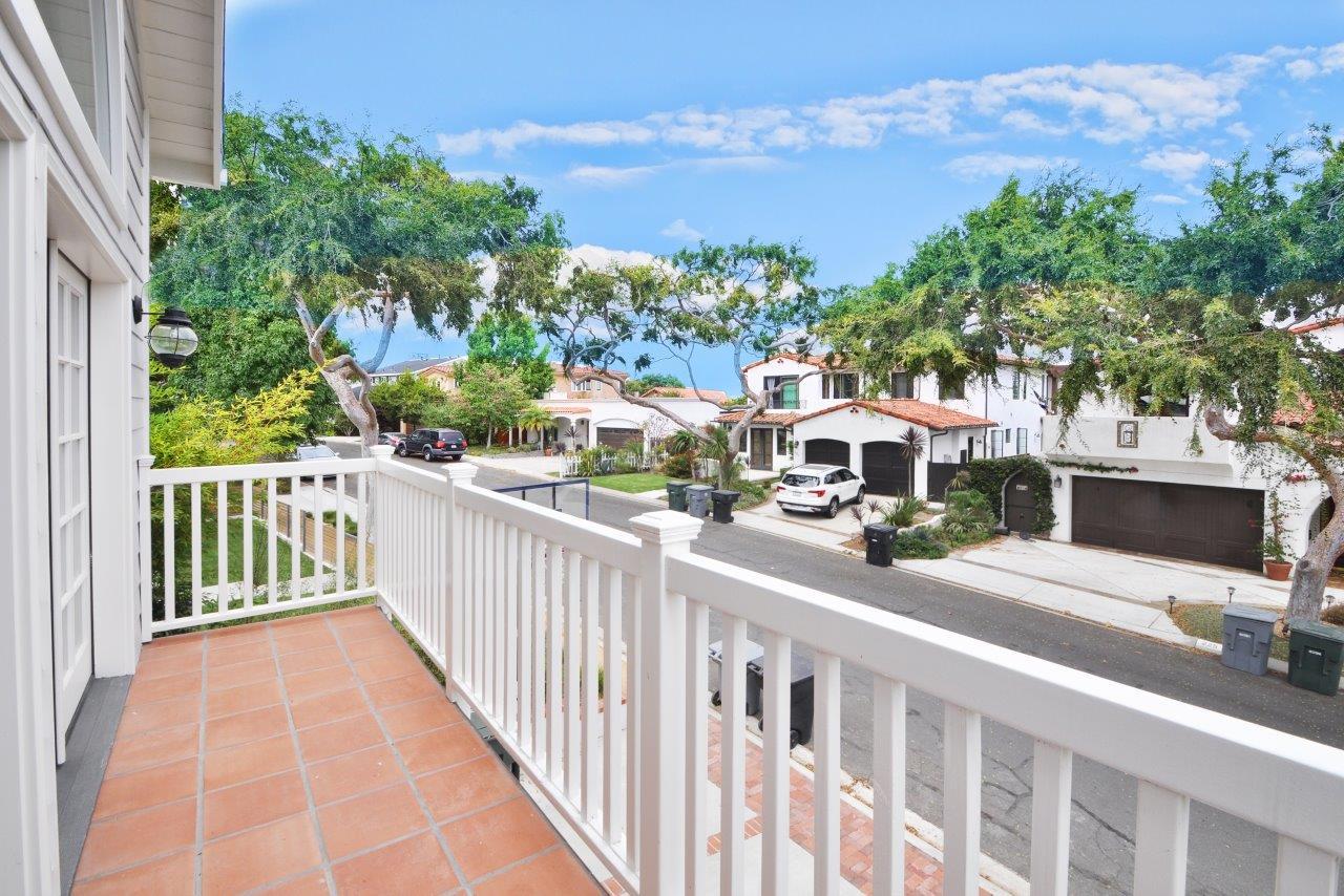 232-Via-Alameda-family-room-balcony