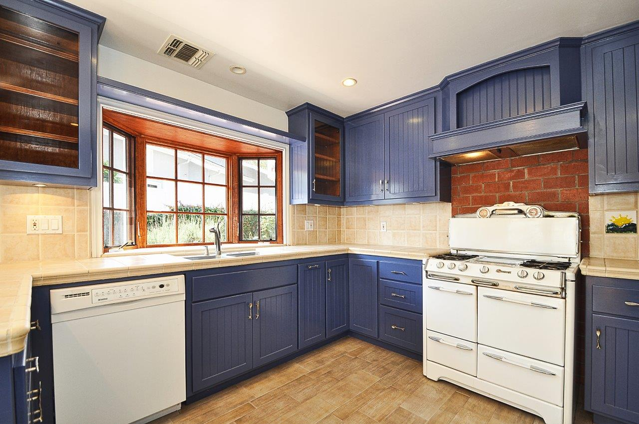 232-Via-Alameda-kitchen2