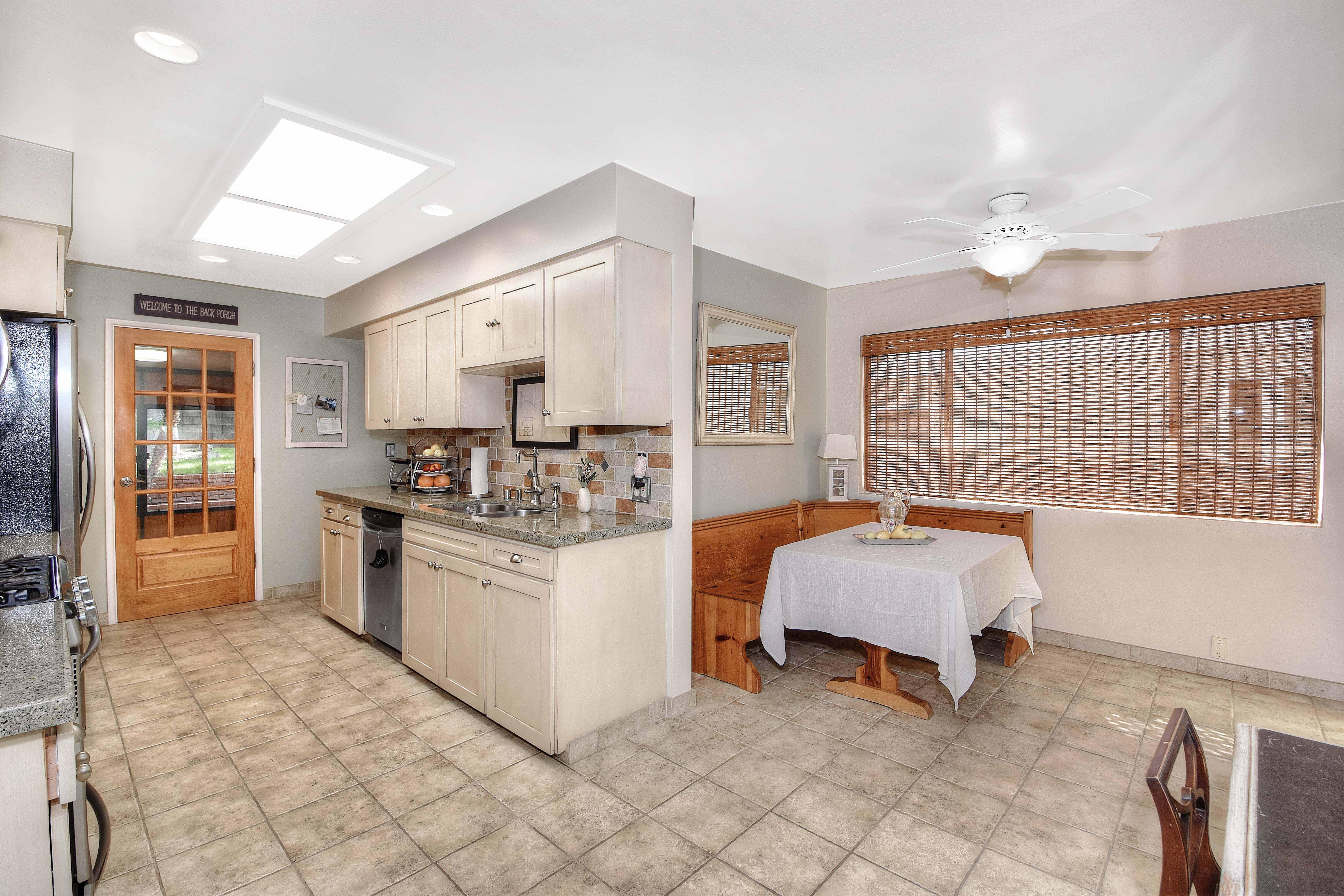417-Via-Pasqual-kitchen4