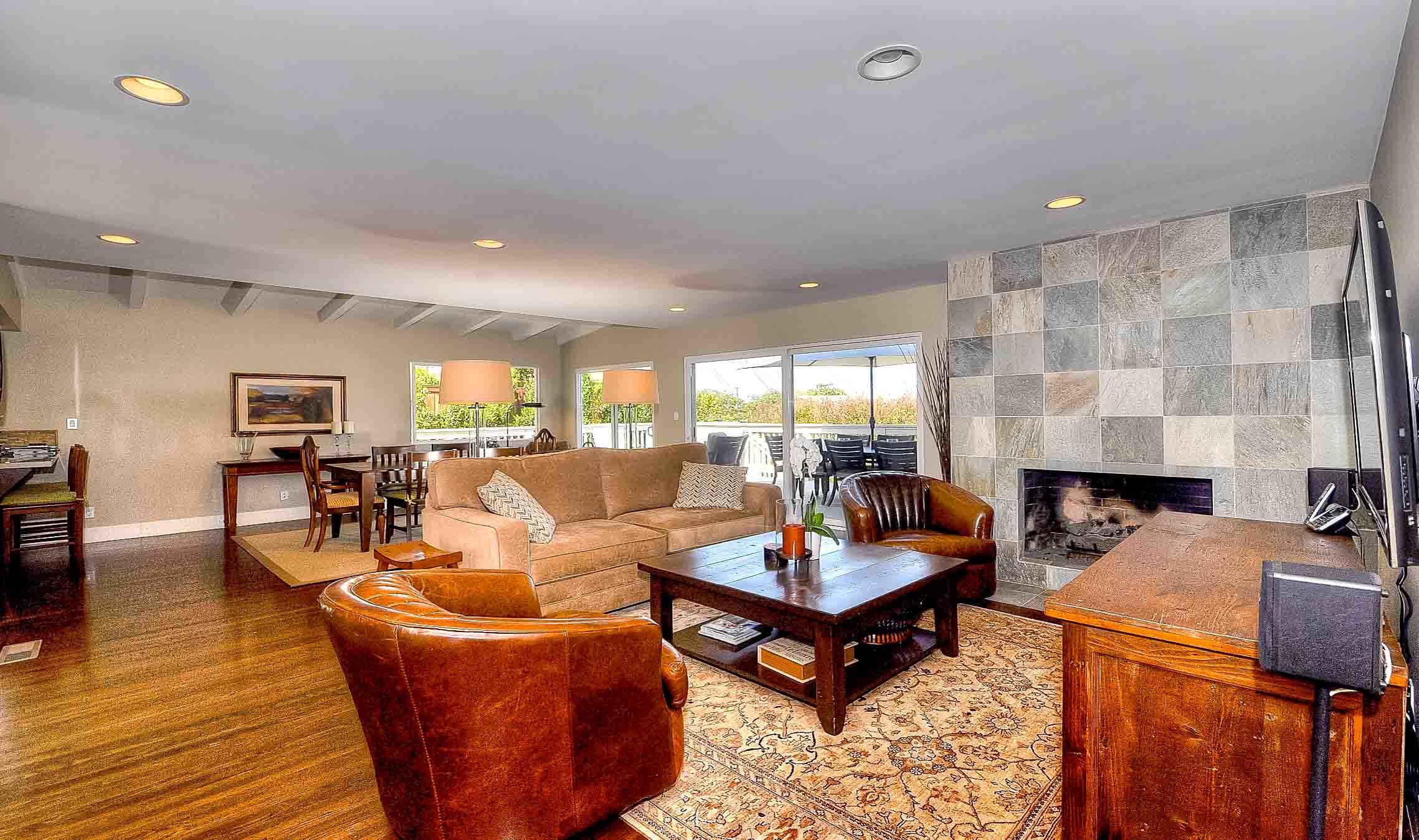 105 Via Los Altos - Living room2