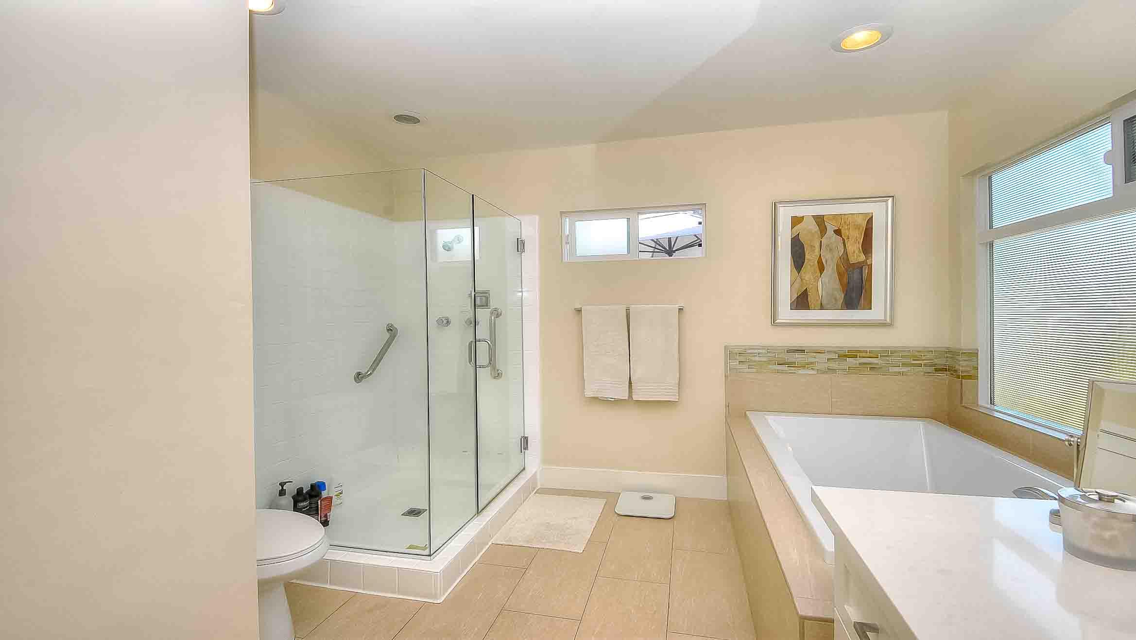 105 Via Los Altos - Master Bathroom3