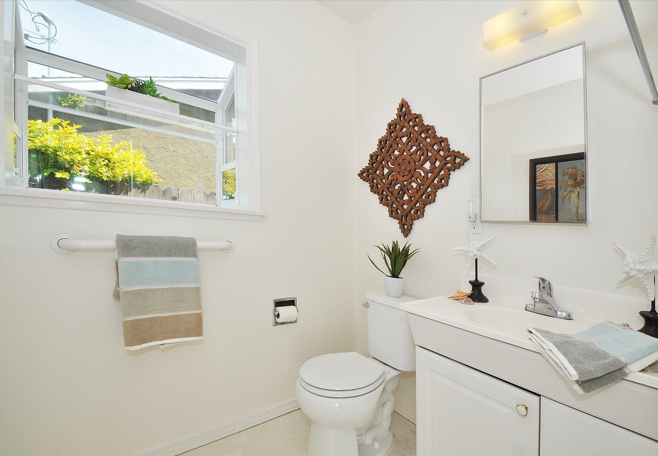5519-Paseo-De-Pablo-master-bathroom-1-Copy