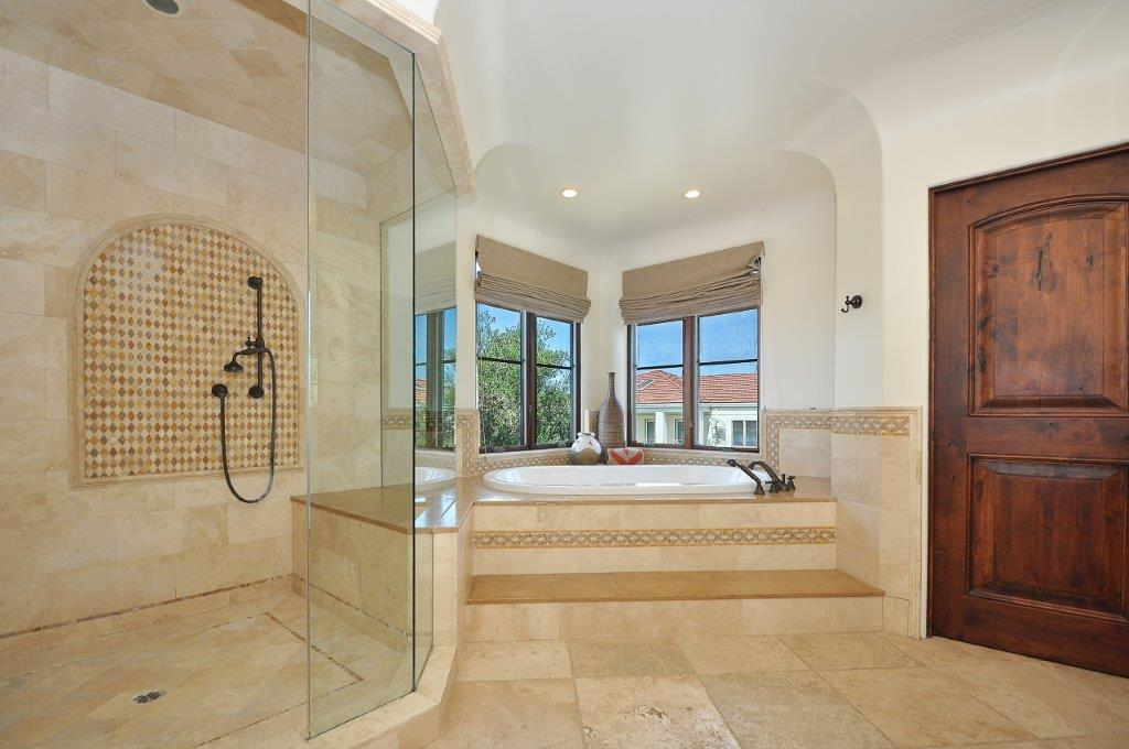 33 Master shower tub
