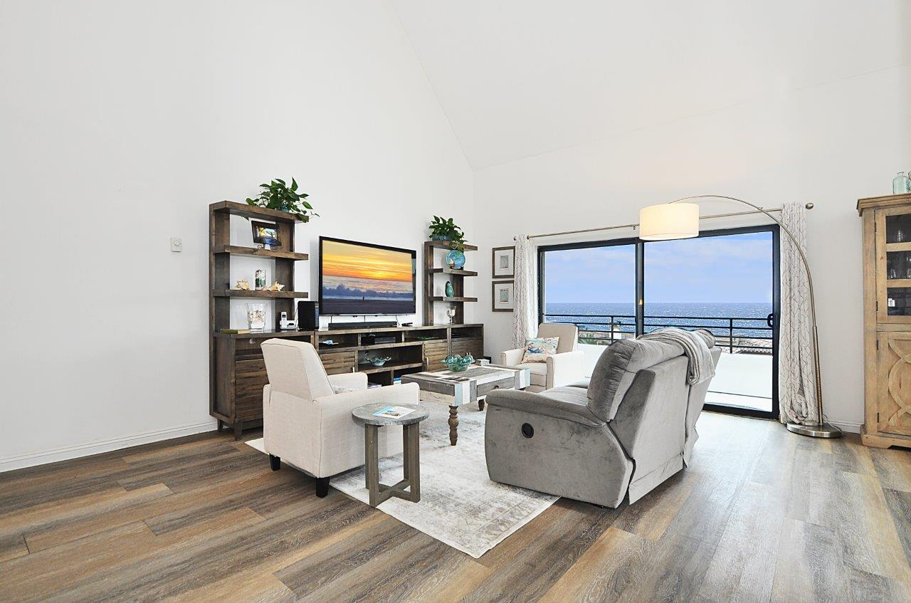 sell your house fast - Living room overlooking the ocean - Listed by Igor Nastaskin